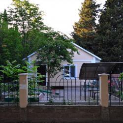 """пансионат """"Волга"""" в Канакской балке (Канака). Общий вид коттеджа 7В."""